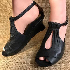 sandals Earthies black wedge heels peep toe size 9